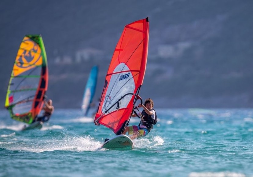 WIND-SURFING-IN-VASSILIKI